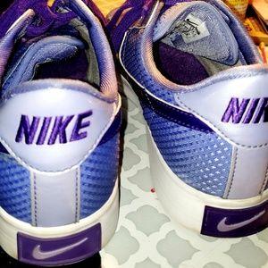 Womens nike shoes 7.5
